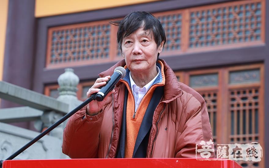 中国书法家协会理事戴小京致贺词(图片来源:菩萨在线 摄影:妙澄)
