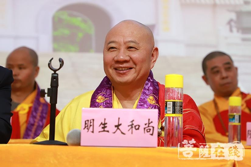 明生大和尚代表广东省佛教协会致辞(图片来源:菩萨在线 摄影:妙甜)