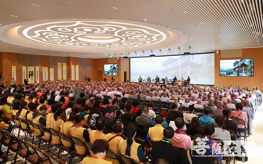来自海内外的社会各界出席活动(图片来源:菩萨在线 摄影:妙甜)