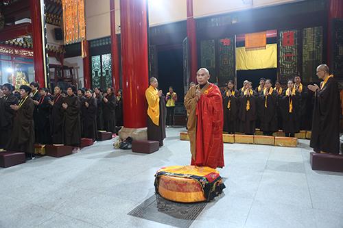 九华山天台禅寺水陆法会首日举行普佛仪式