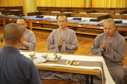 品味茶韵——峨眉山佛学院举行供僧茶会