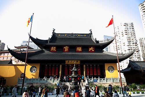 上海玉佛禅寺的百年历史与大雄宝殿