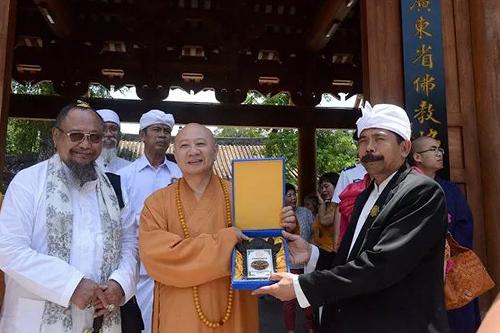 印度尼西亚巴厘省印度教理事会代表团一行参访广州光孝寺
