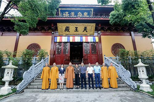 杭州市委常委佟桂莉一行赴湖州法华寺参观指导