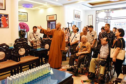 台湾著名文化学者洪锡铭博士率台湾文化访问团赴锦州市北普陀寺访问