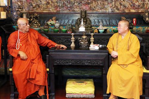 缅甸高僧代表团一行参访嵩山少林寺