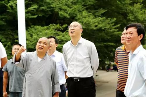 韶关市市委常委、常务副市长朱余旺一行至五祖寺考察