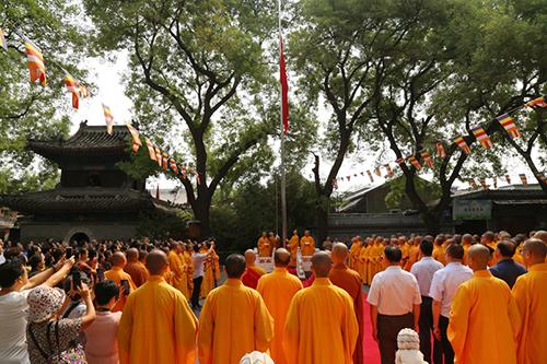 中国佛教协会在北京广济寺举行升国旗仪式