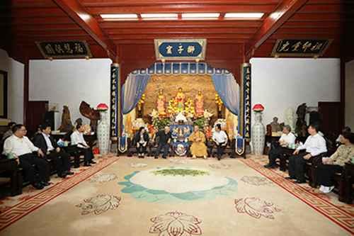 中国国民党前主席吴伯雄一行参访普陀山
