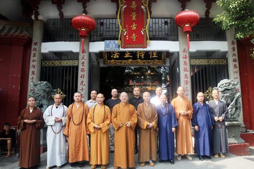 江西省佛教协会会长纯一大和尚走访赣南部分寺院