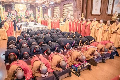 地藏水陆法会:奉供下堂斋净食 圆满焰口普群灵