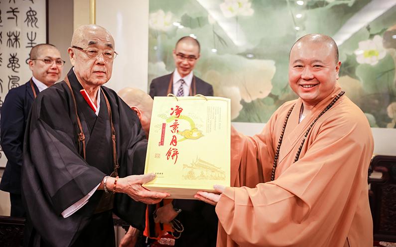 日本真言宗各派总大本山会参访上海玉佛禅寺