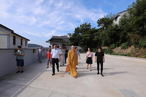 道慈大和尚一行赴佛教颐养堂和本山敬老院进行中秋节慰问