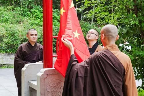 浙江新昌县佛教协会组织举行升国旗仪式
