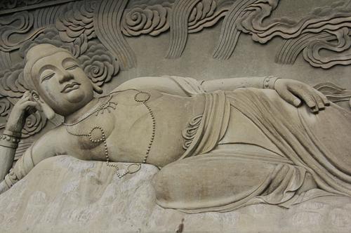 观世音铜鎏金坐像和铜双耳香薰震撼现身雍轩艺术馆
