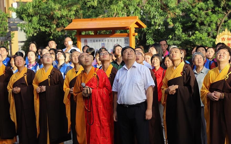 【高清图集】上海宁国禅寺举行升国旗仪式