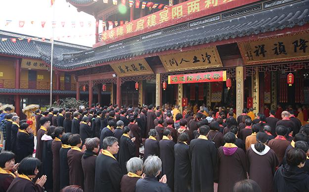 上海报国寺举行水陆法会之熏坛洒净仪式