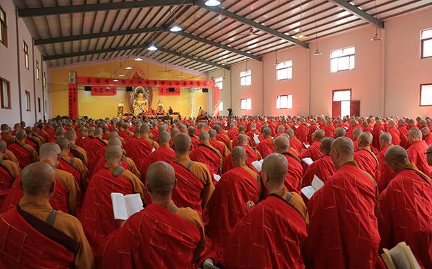 嵩山少林寺三坛大戒法会举行正授菩萨戒仪式