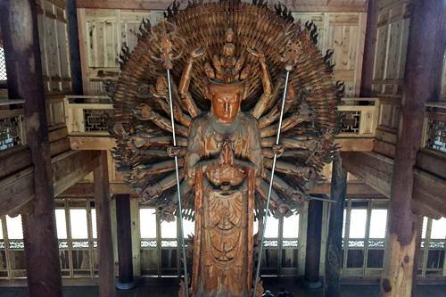 菩萨快报:崇化大和尚为宝泉寺千手观音造像进行神圣的装藏仪式