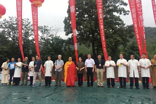 菩萨快报:永信大和尚冒雨出席七十二艺选拔赛开幕式
