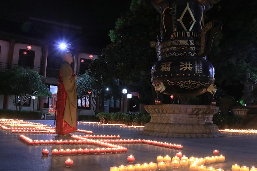 【高清图集】上海洪福寺举行拜月暨传灯祈福法会 僧俗二众共度中秋佳节