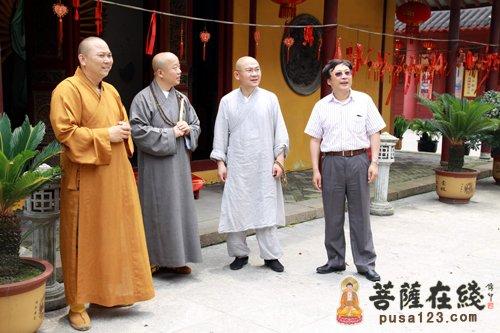 上海龙华寺方丈照诚大和尚一行参访南山古寺