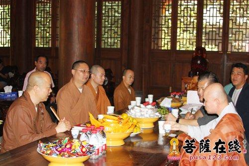 事业团一行参访上海龙华寺(图片来源:菩萨在线 摄影:妙梵)-韩