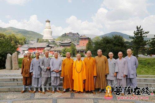 炉峰禅寺净芳大和尚率四众弟子一行朝圣山西五台山图片