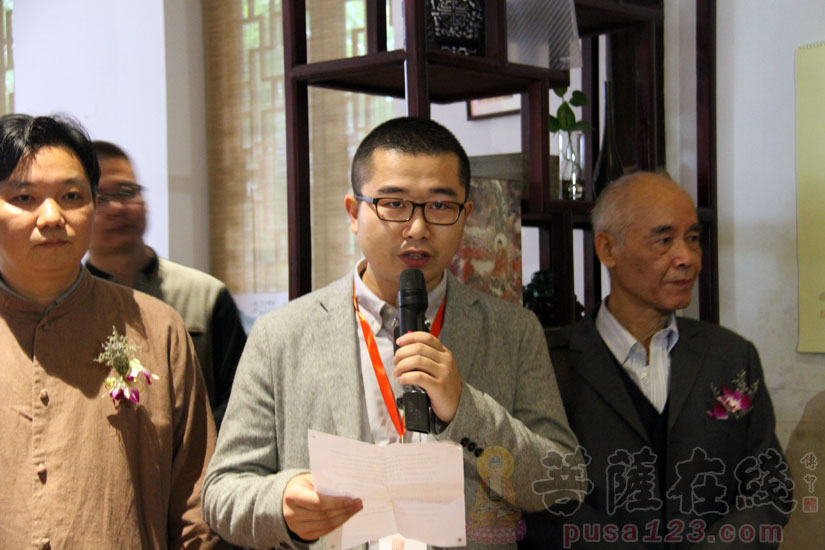 同道堂研究部主任刘建轩先生简述编辑印刷出版过程(图片来源:菩萨在线 摄影:妙甜)