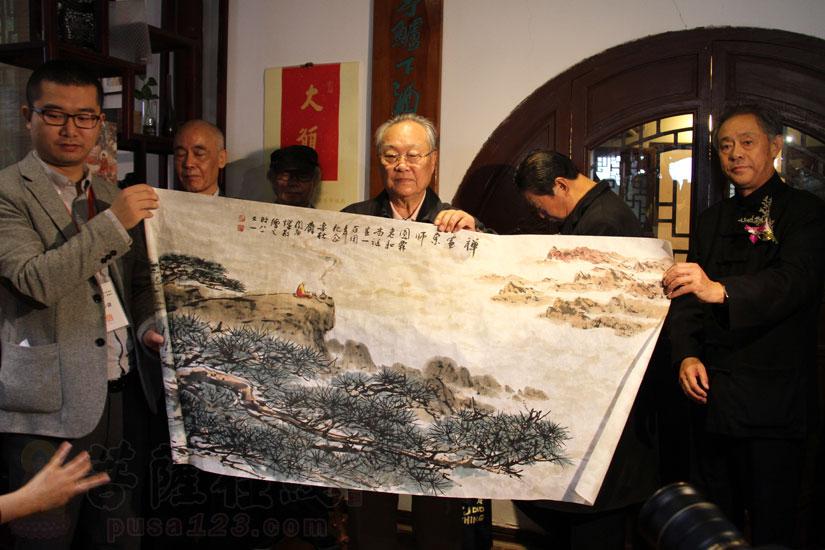 中国国际茶文化书画院长院闵庚灿献《长松图》(图片来源:菩萨在线 摄影:妙甜)