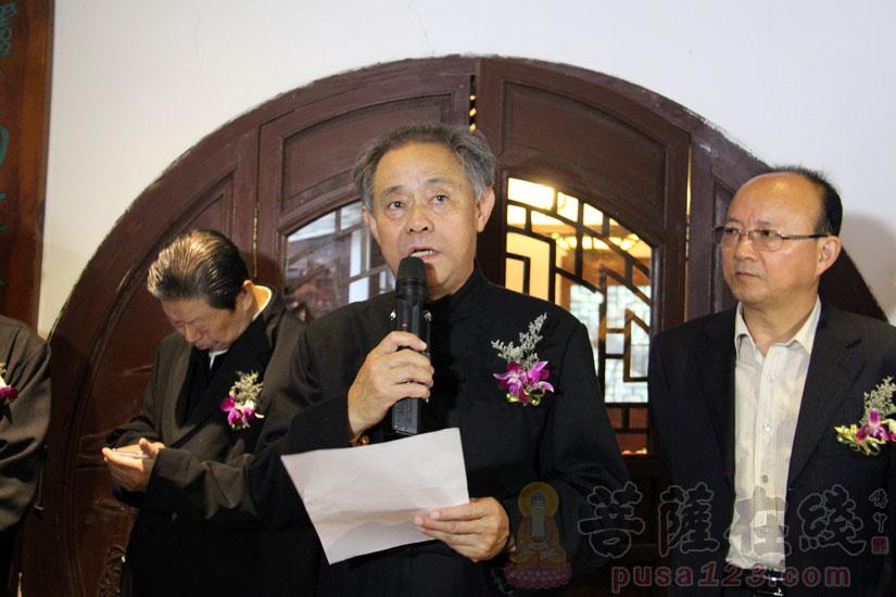 """徐湖平会长宣布""""圆霖法师艺术研究会""""成立(图片来源:菩萨在线 摄影:妙甜)"""