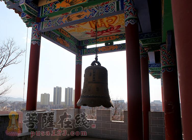 大钟(图片来源:菩萨在线 摄影:妙静)