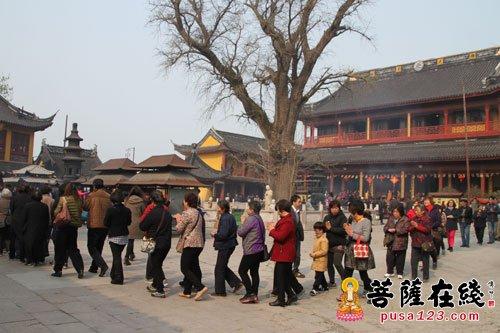 举行视频圣诞上海报国寺贴金佛像喜迎法最新假观音图片