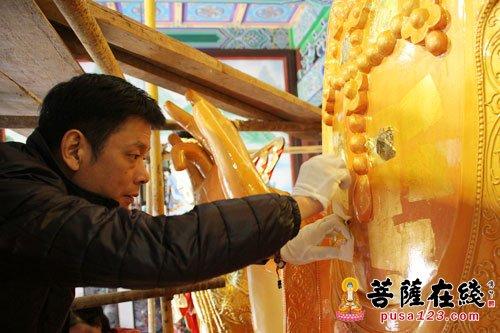 举行视频圣诞上海报国寺喜迎佛像贴金法滴灌管观音图片