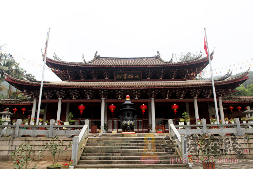大雄宝殿(图片来源:菩萨在线 摄影:妙梵)