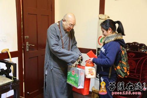 中佛协副会长圣辉大和尚个人连续5年资助炎陵孤儿徐石炎