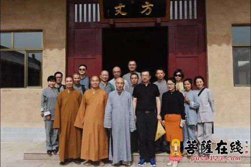 下午3时,在敦煌市委常委,统战部部长张海荣先生等人陪同下,法师一行