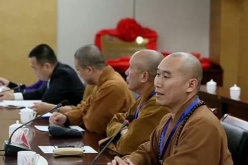 向学法师、弘庵法师、体净法师、昌如法师畅谈对《吉藏大师研究集成》编撰的感受和看法。.webp (1)