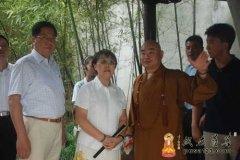 全国人大常委会副委员长乌云其木格到扬州大明寺考察