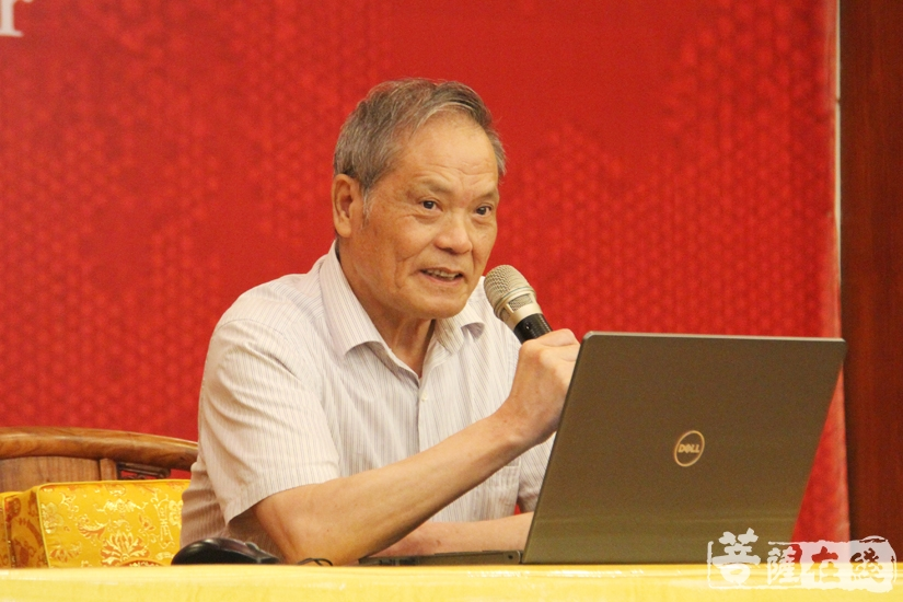赖永海教授讲解《坛经》心要(图片来源:菩萨在线 摄影:妙文)