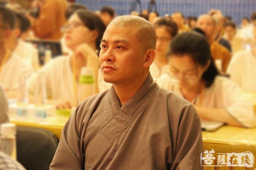 专注聆听(图片来源:菩萨在线 摄影:妙澄)