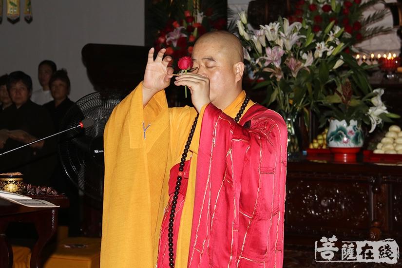 香花请圣(图片来源:菩萨在线 摄影:妙月)