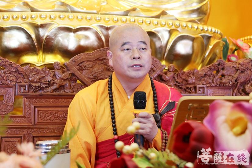 道元法师为大众讲解《净土宗判教史略要》(图片来源:菩萨在线 摄影:妙月)