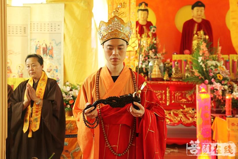内坛举行请下堂仪式(图片来源:菩萨在线 摄影:慧德)