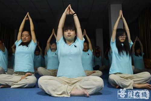 郑钧:素食+瑜珈,身体从来没这么好过