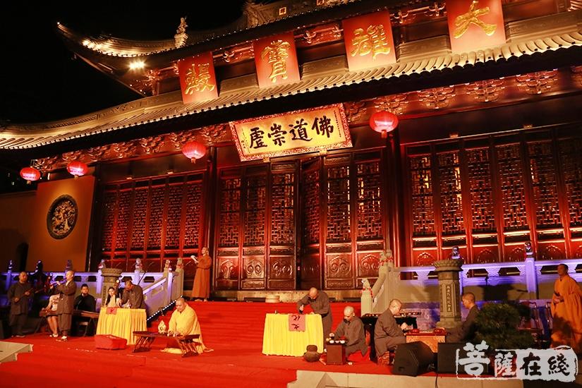 玉佛寺梵乐团法师带来情景表演《禅茶一味》(图片来源:菩萨在线 摄影:妙月)