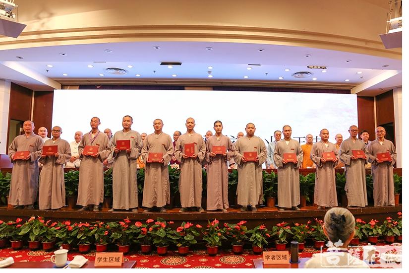 法界学院首届毕业僧(图片来源:菩萨在线 摄影:妙清)
