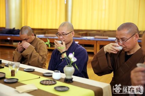 若能杯水如名淡 应信村茶比酒香