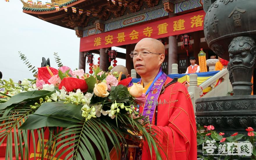 心澄大和尚代表江苏省佛教协会,对佛闻法师和景会寺全体僧众表示祝贺(图片来源:菩萨在线 摄影:妙雨)