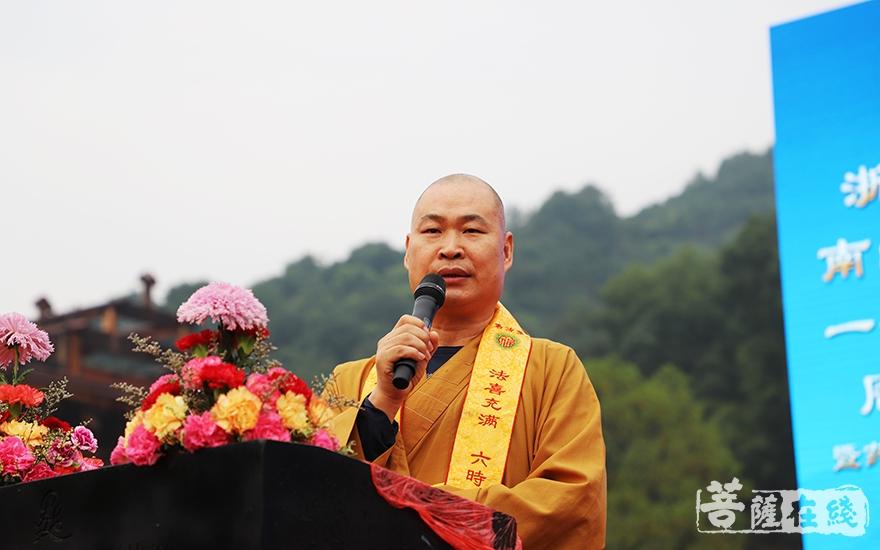普正法师希望寺院继续发扬佛教慈悲济世等理念,真正树立人间法杖(图片来源:菩萨在线 摄影:妙言)